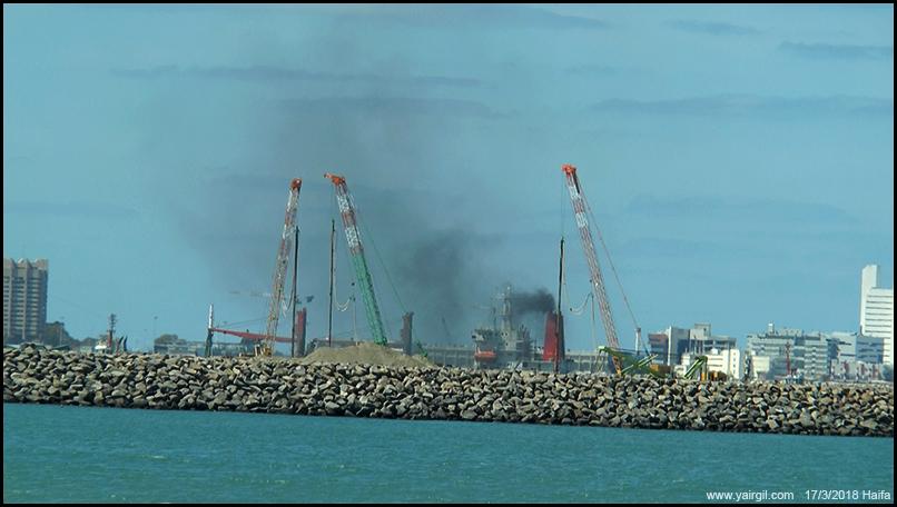 האניה מורז מעשנת