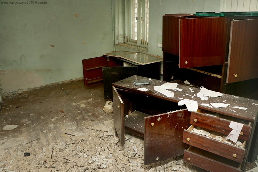 רהיטים בבית הכנסת