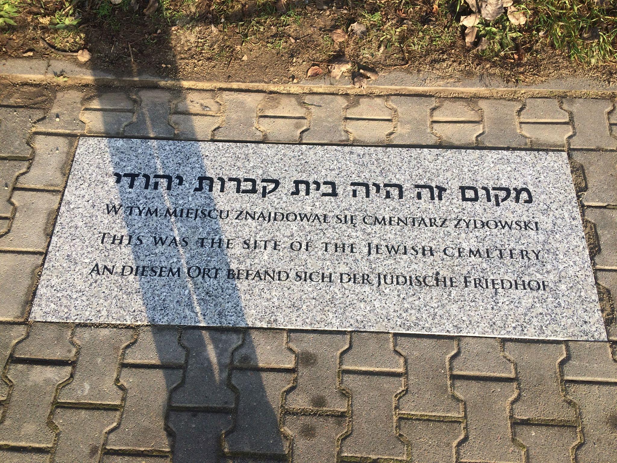 בית העלמין ההרוס של מורוונה גושלינה קיבל שלט בארבע שפות