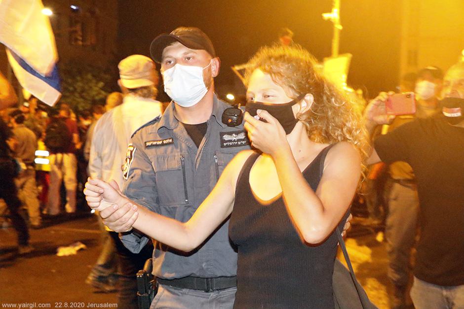 סילוק המפגינים מהכיכר, בכח