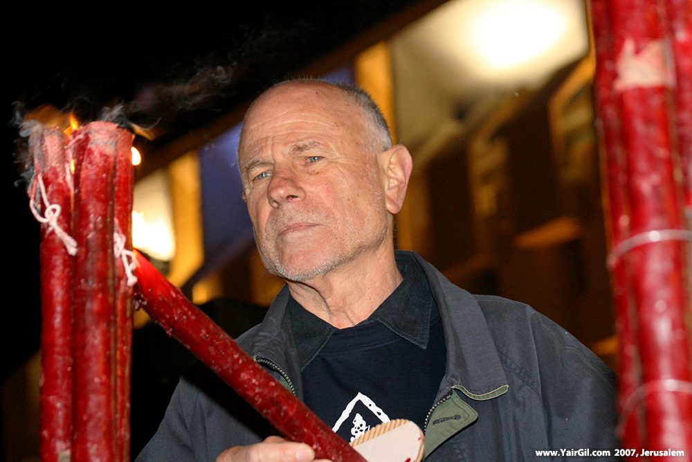 יהודה ג'אד נאמן ב-2007 עת הדליק משואת יום העצמאות בטקס האלטרנטיבי של תנועת יש גבול, בקריית הממשלה בירושלים