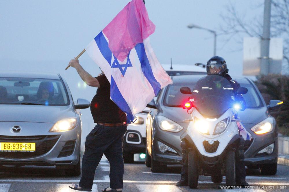 מחאת העם חיפה - מרכז חורב עם הפגנה נגד ראש הממשלה נתניהו המכהן תחת שלושה כתבי אישום פליליים